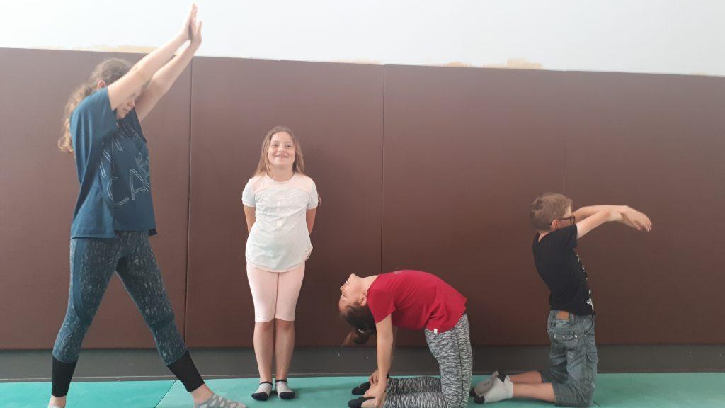 posture de yoga enfant